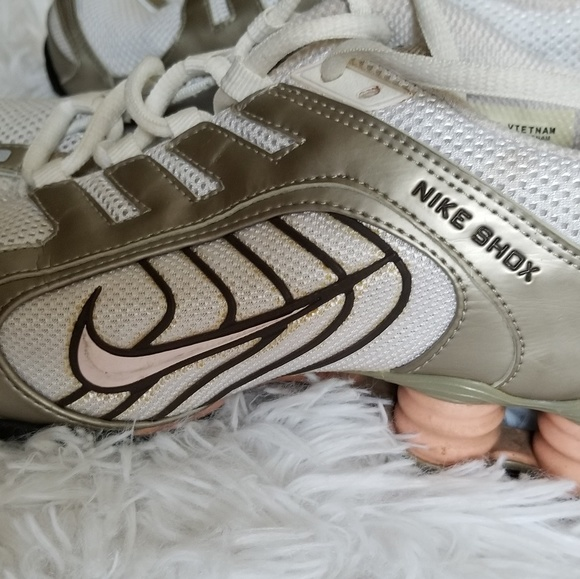 best service 91af3 ae17d Nike Shox Navina SI Running Shoes US 7.5. M 5b3bbe2d2beb79a52d17e66c